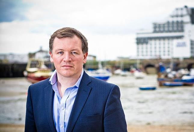 Damian Collins ()