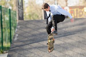 skateboard ()