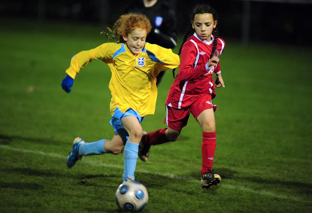 Girls Football ()
