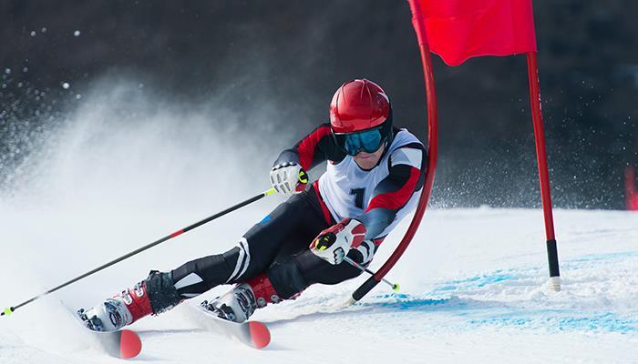 skiing ()